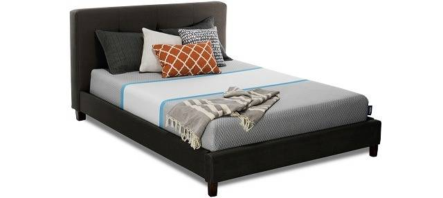 Hyphen Bed With Pillows